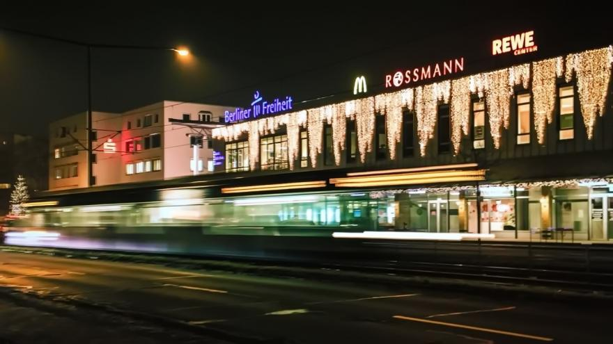 Berliner Freiheit in der Vahr bei Nacht